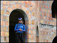 images/stories/2014/20140622_KartuzyLapalice/640_IMG_3002_KobietaPosrodMuru_v1.JPG
